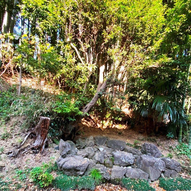 旧三谷別荘下の湧水