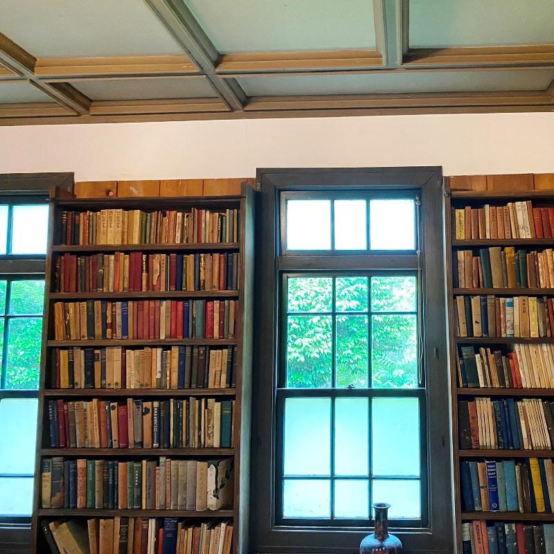 杉村楚人冠記念館建て付けの本棚