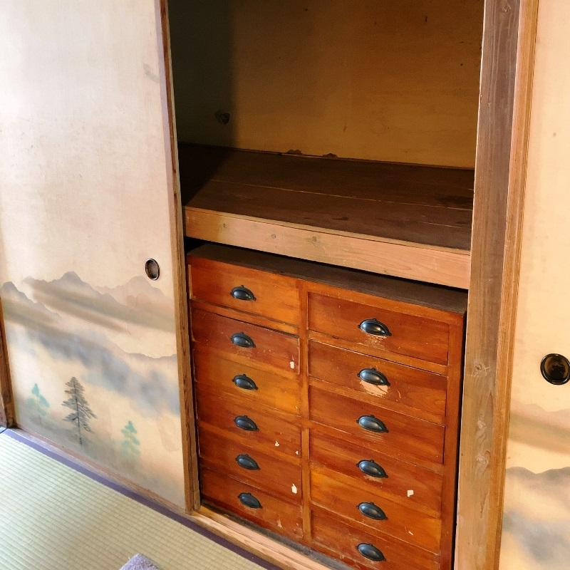 杉村楚人冠記念館建て付けの箪笥